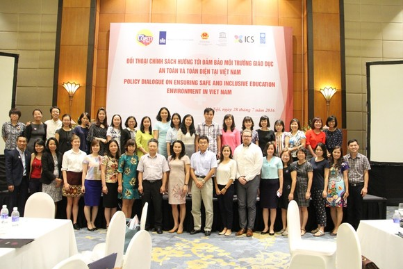 RTEmagicC_16Vietnam-transman_participants-of-the-policy-dialogue.jpg.jpg