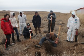 Participants investigating water infiltration issues ©Center of Cultural Heritage of Mongolia
