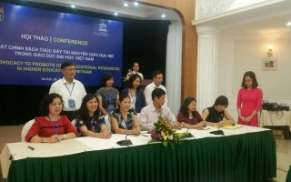 Signature ceremony of the Memorandum of Understanding between 26 organizations (education institutions, library associations and ICT companies) to promote OERs in Vietnam © UNESCO Bangkok