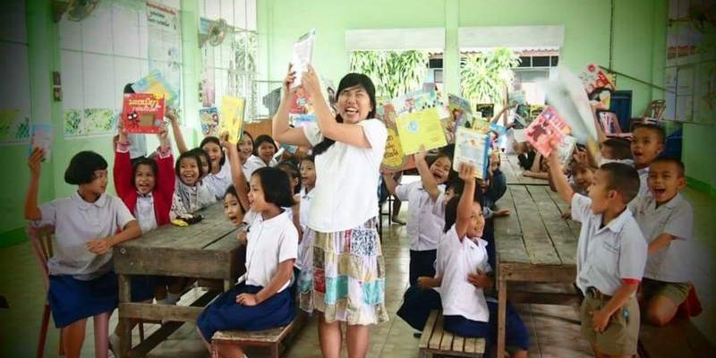 Have books, will travel: Japanese woman's mobile library mission in Thailand